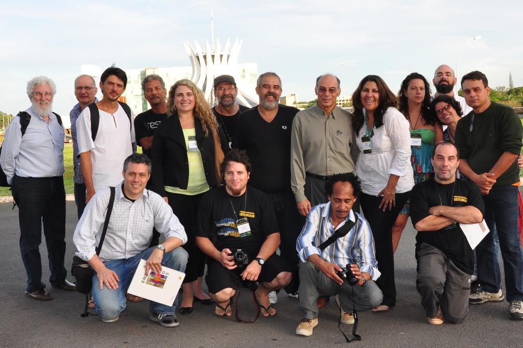 O novo Colegiado de Artes Visuais é composto de 30 membros. São 15 titulares e 15 suplentes. Todas as regiões do Brasil estão representadas. Na foto, alguns dos membros eleitos que visitaram o Museu de Arte de Brasília (MAB) a convite do diretor Wagner Barja. (Crédito: LGVidal)